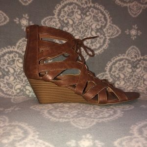 CUTE STRAPPY BROWN WEDGE SANDAL